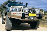 Передний бампер Nissan Patrol GR-Y61 02-04 5D с дугой Deluxe SRS W/FLARES (ARB, 3217100)