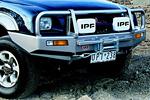 Передний бампер Mitsubishi L200 98-05 с дугой Deluxe 02ON NON SRS W/O FLARES под лебёдку (ARB, 3446040)