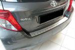 Накладка с загибом на задний бампер для Toyota Yaris III (5D) 2011-2014 (Alu-Frost, 25-3670)